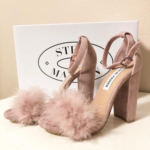 c9b2955923d Steve Madden Carabu Suede Feather Sandal Heel. M 5a9df8c5b7f72be1f25f7b96